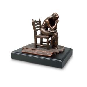 Mujer orando - Salmo 17:6 ; Figura decorativa pequeña